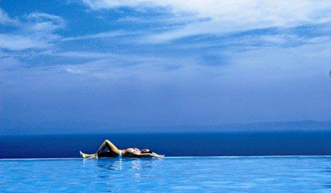 През Юли на море:  3 нощувки със закуски и вечери в хотел Alia Palace 5*, Халкидики, Гърция