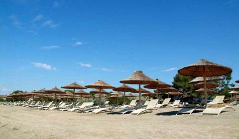 През Август и Септември На Халкидики на море! 5 нощувки със закуски и вечери в Хотел Coral Blue Beach 3*, Гърция!