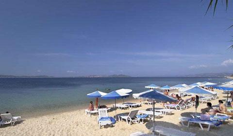 През Август на море в Гърция! 4 нощувки + закуски + вечери в Aristoteles Holiday 4*, Халкидики!