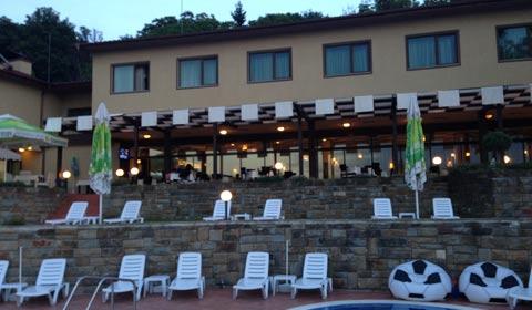 Есенна ваканция в Парк хотел Стратеш, Ловеч! 2 нощувки, закуски, вечери, използване на басейн и шезлонг!