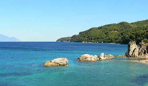 През Април и Май в Гърция! Нощувка + закуска + вечеря в Хотел Theo Bungalows 3*, Халкидики!