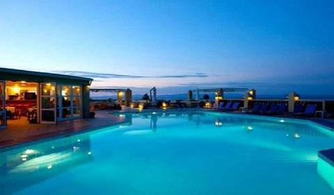 На море в Гърция през м.Юни и м.Юли! 3 нощувки със закуски и вечери в Daphne Holiday Club 3*, Халкидики!
