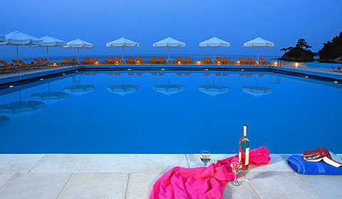 На море в Гърция през м.Юни! 5 нощувки със закуски и вечери в Makryammos Bungalows 4*, о.Тасос!