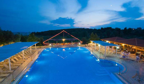На море в Гърция през м.Юни и м.Юли! 5 нощувки, All Inclusive в хотел Village Mare 4*, Халкидики!