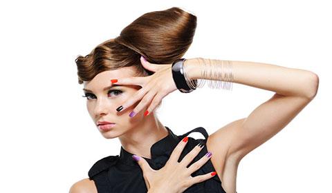 """Маникюр с гел лак и 2 декорации + подстригване, масажно измиване, терапия с арганова маска, подсушаване и стилизиране от Студио за красота """"L Style""""!"""