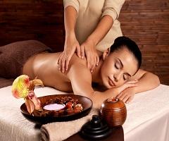 Лечебен масаж на гръб + вендузи с 50% отстъпка от салон Дама!