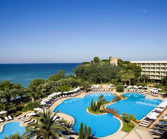 Ранни записвания: 5 нощувки със закуски и вечери в Sani Beach Hotel & Spa 5*, Халкидики, Гърция през Април и Май!