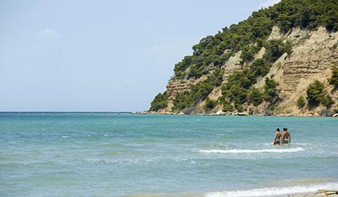 Last minute!!! 4 нощувки със закуски и вечери в хотел Simantro Beach 4*, Халкидики, Гърция през Юли!