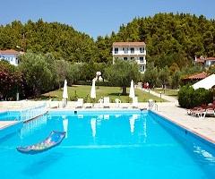 През Юни и Юли: 3 нощувки, All Inclusive в хотел Julia 3*, Халкидики, Гърция!