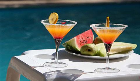 През Юли и Август: 3 нощувки със закуски и вечери в хотел Mallas 2*, Неа Каликратия, Халкидики, Гърция!