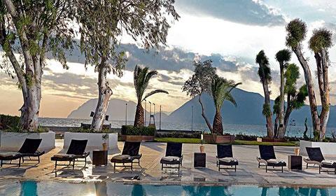 4 нощувки със закуски и вечери в Porto Rio Hotel & Casino 4*, п-в Пелопонес, Гърция през Май!