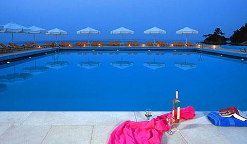 През Септември и Октомври: 3 нощувки със закуски и вечери в Makryammos Bungalows 4*, о.Тасос, Гърция!