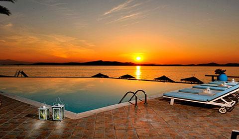 През Юни: 7 нощувки със закуски и вечери в хотел Venus Beach 3*, о.Евия, Гърция!