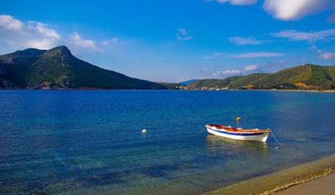3 нощувки със закуски и вечери в хотел Toroni Blue Sea 4*, Халкидики, Гърция през Април, Май и Юни!