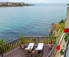 Великден и Майски празници в Созопол: 3 нощувки със закуски и вечери в хотел Корал 3*!