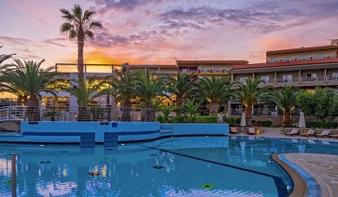 4 нощувки със закуски и вечери в Lagomandra Hotel & Spa 4*, Халкидики, Гърция през Юли!